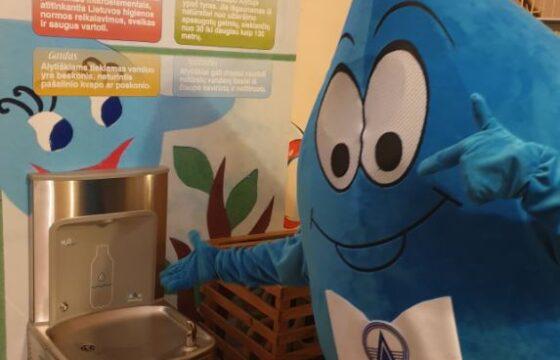 """""""Dzūkijos vandenys"""" miesto erdvėse ir mokyklose įrengė geriamojo vandens fontanėlius"""